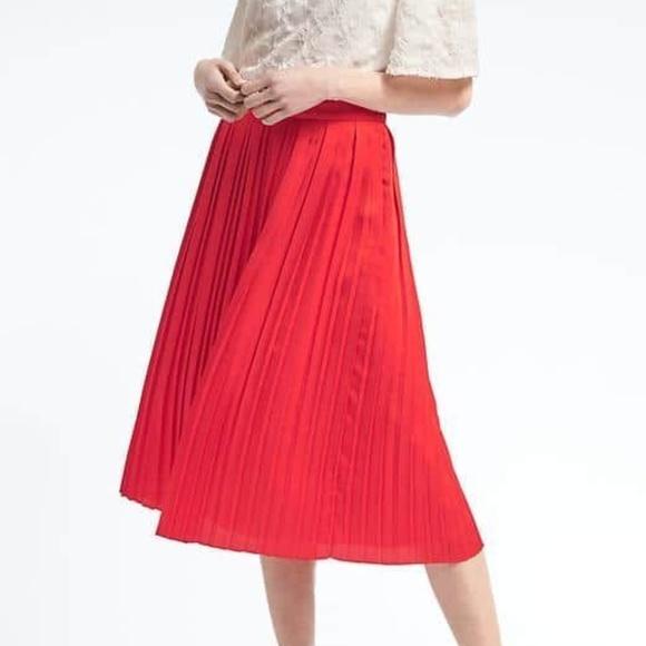 9a5928228f7 Banana Republic Dresses   Skirts - NWOT Banana Republic red pleated midi  skirt